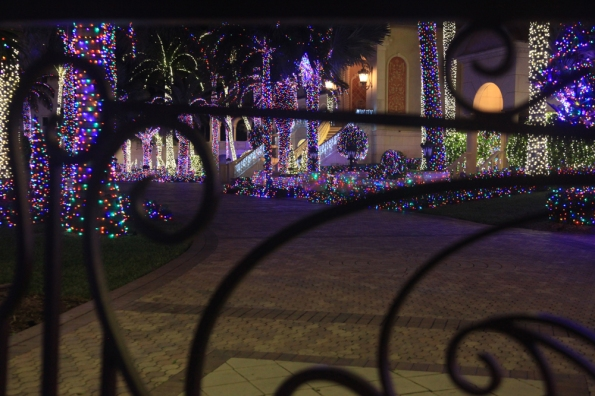 a Mansion Lights thru gate_5293 at 1000w